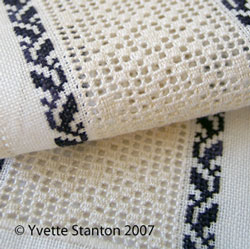 Ukrainan drawn thread embroidery: merezhka bellpull